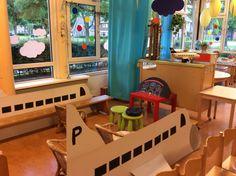 In het vliegtuig, de kleuters vonden het geweldig! Play Corner, Kids Corner, All About Me Activities, Activities For Kids, Airport Theme, Reggio, Transportation Crafts, Library Themes, Home Daycare