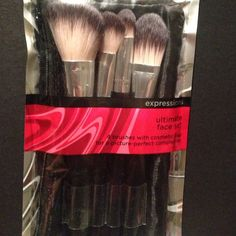 4 brush and carting bag set Brand new never opened Makeup Brushes & Tools