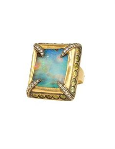This Deanna Hamro Ring is so beautiful.