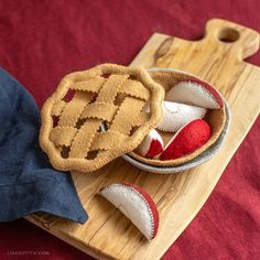 Our felt apple pie project includes the patterns for a removable lattice top, apple slices to go in your pie crust, and a pie tin.