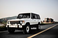 Mitsubishi Pajero -> Hyundai Galloper -> Mohenic Garages redesign - MohenicG Classic ver. Old English White. www.the.co.kr