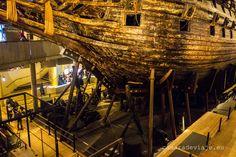 https://flic.kr/p/RozF2C   Vasamusset (Stockholm parte 2)   El Vasa (conocido también como Wasa, Wasan o Wasen) fue un navío de guerra sueco construido por órdenes del rey Gustavo II Adolfo de Suecia, de la casa de Vasa, entre 1626 y 1628. El Vasa naufragó en su viaje inaugural, el domingo 10 de agosto de 1628, tras recorrer poco más de un kilómetro en el puerto de Estocolmo. El buque fue rescatado el 24 de abril de 1961 y tras su reconversión en barco museo, se puede visitar en el museo…