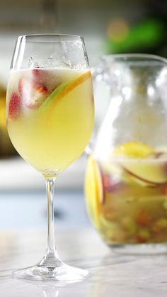 Clericot With orange liqueur, apples, melon and more, this sweet cocktail is ridiculously fruity. Gin Recipes, Coctails Recipes, Alcohol Drink Recipes, Martini Recipes, Brunch Recipes, Sweet Cocktails, Fruity Cocktails, Classic Cocktails, Lemon Juice Benefits
