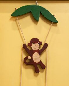A cute decoration for a child's room, this climbing monkey is easier to make than it looks.Print the Monkey Template Print the Leaf Canopy Template Woodworking For Kids, Woodworking Crafts, Youtube Woodworking, Woodworking Plans, Woodworking Equipment, Woodworking Workshop, Woodworking Techniques, Woodworking Classes, Martha Stewart Manualidades