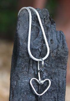 Fru Hera - håndlavet vedhæng i sølv