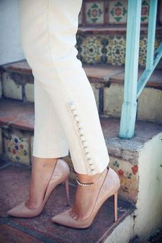 Anthropologie white skinny pants with buttons Mode Bollywood, White Skinny Pants, White Skinnies, White Trousers, Salwar Pants, Mode Abaya, Salwar Designs, Indian Designer Wear, Mode Style