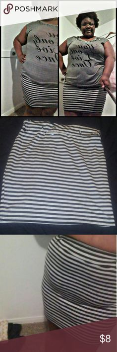 Horizontally striped pencil skirt1 Relish. Worn twice. I'm a big girl in shape so the skirt fit more like a mini skirt than a midi. But in the photos you can see the length is midi. Pencil skirt style with small belt loops going around for if you're the waist belt wearer. Perfectly paired with t-shirt & sneakers or dress it up for the office. I have a black & white one so there's no need for the gray & white one anymore. Skirts Midi