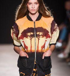 La veste Africa, défilé printemps été 2014 Angelo Marani - Cosmopolitan.fr