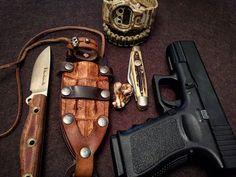 Today pocketdum. Wise man always carry.  #edc #pocketdump #geardump #glock19 #coltellus #customsheath #bladearmour #everydaycarry #alwayscarry #concealed_carry_nation #knifepics #knifelove