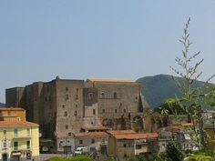 il castello di Sessa Aurunca in Campania. 41°14′00″N 13°56′00″E