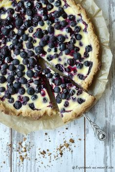 Blueberry tart with crème fraîche font- Blaubeer-Tarte mit Crème fraîche-Guss Experiments from my kitchen: Blueberry tart with creme … - Tart Recipes, Low Carb Recipes, Sweet Recipes, Dessert Recipes, Dessert Oreo, Creme Dessert, Easy Smoothie Recipes, Blueberry Recipes, Blueberry Cake