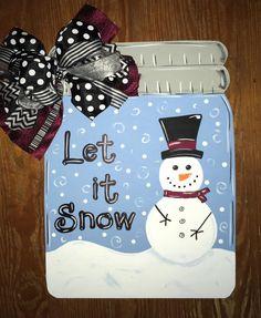 Winter snowman mason jar Christmas Mason Jars, Christmas Signs, Christmas Door, Christmas Decorations, Christmas Stuff, Christmas Ideas, Christmas Wreaths, Snowman Crafts, Jar Crafts