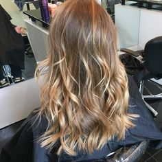 22 Ideas For Hair Quotes Balayage Curly Wedding Hair, Blonde Balayage, Bronde Hair, Hair Looks, Pretty Hairstyles, Short Hair Cuts, Dyed Hair, Hair Inspiration, Curly Hair Styles