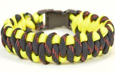 "Paracord Survival Bracelet - The ""Woven Weave"" Design - BoredParacord"
