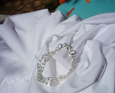 A simple sparkle three Chang Chain Bracelet.