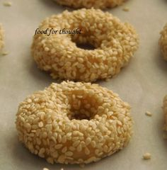 Food for thought: Κουλουράκια σουσαμιού Greek Sweets, Greek Desserts, Greek Recipes, Koulourakia Recipe, Greek Cookies, Food For Thought, Bagel, Biscotti, Cookie Recipes