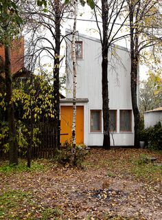 Built by Le Atelier in Moscow, Iran with date 2013. Images by Lucia Tolstova. The house is located in Moscow neighborhood in a residential community with very high land value so we had only 45m2 ...