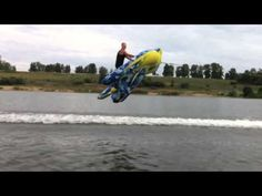 Flies over water on a Batman kite tube in RUSSIA - YouTube
