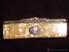 Peine con medallón y detalles en plata 900. Epoca y estética Modernista