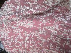 Mantilla de encaje de Bruselas hecha a mano en color marfil antigua. en hilo de seda natural