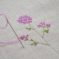 相変わらず小さな花の刺繍をしてます。雨の月曜日。