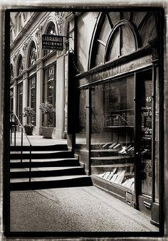 galerie Vivienne - Paris 2e Paris Pics, Paris Pictures, Wonderful Places, Great Places, Places Ive Been, Paris France, Rue Montorgueil, Galerie Vivienne, Study French