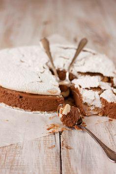 TARTA DACQUOISE DE MERENGUE DE AVELLANAS Y MOUSSE DE MOCA Y CHOCOLATE | Sweet And Sour