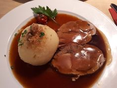 Franconian roast pork with dark bread sauce, a refined recipe from the pig category. Ratings: Average: Ø Franconian roast pork with dark bread sauce from DerKüchensklave Meat Recipes, Gourmet Recipes, Healthy Recipes, Juice Recipes, Slow Cooking, Benefits Of Potatoes, Breakfast Potatoes, Russian Recipes, German Recipes
