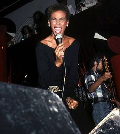 Back in the day, summer in the city: Whitney Houston in concert at New York's The Limelight on July WireImage photo Whitney Houston Age, Whitney Houston Pictures, Beautiful Person, Young And Beautiful, Beautiful Voice, American Music Awards, American Singers, Celebrity Photos, Celebrity News