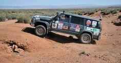 La etapa maratón de esta edición del Rallye Clásicos del Atlas Solidario ha pasado una importante factura a los participantes. Dividida en dos jornadas, el impresionante atlas primero, y el árido desierto después, han puesto a prueba la resistencia de personas y máquinas, prueba que muchos no han podido superar.