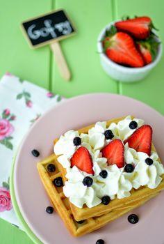 Cook & Look: Chrupiące gofry (przepis na słabą gofrownicę) Waffles, Breakfast, Food, Morning Coffee, Essen, Waffle, Meals, Yemek, Eten
