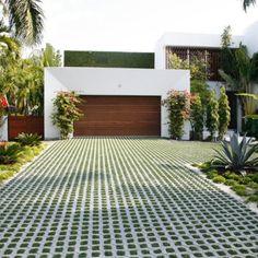 easyblock driveway with concrete block artificial grass inserts Modern Driveway, Driveway Design, Driveway Landscaping, Stone Driveway, Driveway Ideas, Modern Backyard, Walkway, Landscape Design, Garden Design
