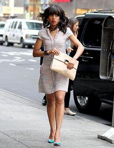 Kerry Washington held onto her oversized clutch in midtown NYC Jan. 30.