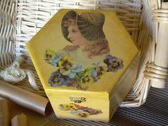 """Scatola in  legno """"Viole del pensiero"""" anticata: disponibile - for sale   #découpage  #handmade"""