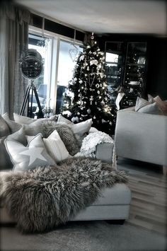 Decora le feste con un meraviglioso albero di Natale! #Dalani #Natale #Baita #Neve www.facebook.com/dalani.it