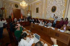 Por unanimidad, el Cabildo aprobó la Iniciativa con carácter de dictamen, por la que se propone se adicione la fracción IX al artículo 42 del Bando de Gobierno del Municipio ...