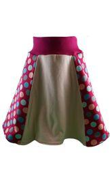 Aktuelle Kollektion unserer Kindermode für Mädchen. Übersicht über Hoodies, Jogginghosen, Pumphosen und Röcke.