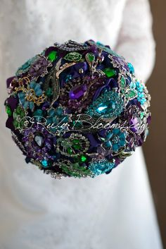 Brooch bouquet in peacock colours - see more ideas on http://themerrybride.org/2014/04/11/friday-finds-from-etsy-com-3/
