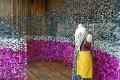 Window display in an Anthropologie store in Pennsylvania, USA. Another Anthropologie window display, this time in California. Visual Merchandising Displays, Visual Display, Display Design, Store Design, Display Ideas, Set Design, Design Ideas, Window Display Retail, Retail Windows