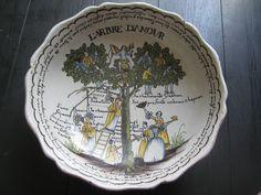 Rare superbe grand saladier en faience de Nevers 18 siècle L ARBRE D AMOUR