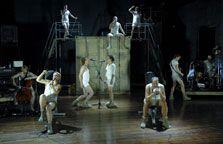 Indrukwekkende muziektheatervoorstelling 'Kamp Holland' van Orkater.