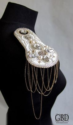Loving the beads, diamanté , & style of this 'epaulette' (Shoulder Pad) Couture Embroidery, Beaded Embroidery, Diy Fashion Videos, Diy Clothes Design, Diy Clothing, Shoulder Pads, Fashion Details, Body Jewelry, Jewelery