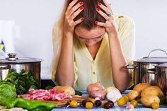 What you eat can trigger migraine. Holistic health practitioner Mark Canadic provides of list of the 29 worst trigger foods. What Causes Migraines, Foods For Migraines, Headache Symptoms, Migraine Triggers, How To Relieve Migraines, Menstrual Migraines, Migraine Headache, Headache Remedies, Diets