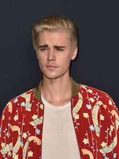 Les cheveux blond platine de Justin Bieber