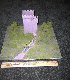 A whole bunch of free historically accurate castle plans! Build them from wood paper or even donuts! Also cool helmet plans and a dollhouse here. Famous Structures, Famous Buildings, Castle School, Model Castle, Medieval Castle, Medieval Houses, Papercraft Download, Model School, Famous Castles