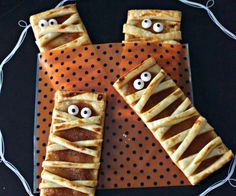 Ready to make a fall treat that'll have your kids asking for more? These apple butter-stuffed Mummy Pop Tarts are easy & delicious!