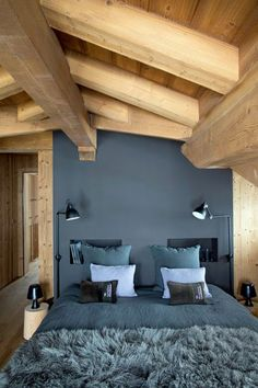 Une jolie déco pour une chambre d'amis sous les combles