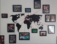 Mapa com fotos de viagens para decorar a parede.