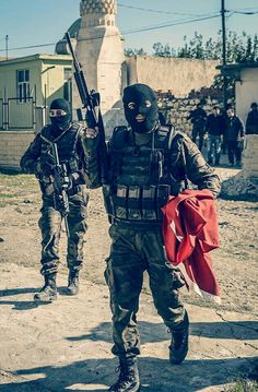 PÖH units in southeast Turkey battling PKK terrorists, Turkish Military, Turkish Army, Military Motivation, Turkish Soldiers, Military Special Forces, Bae, Cool Guns, Law Enforcement, Armed Forces