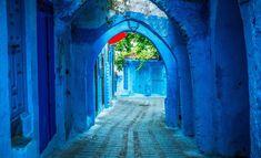 A cidade azul» de Chauen está localizada nas ladeiras das montanha do Rif. Tudo é bonito: paisagem, arquitetura antiga, obras de arte. Não obstante, a principal atração é a sua cor. Os tons de azul, que vão do mais claro ao turquesa, são de tirar o fôlego. Você realmente se sente em um conto de fadas oriental.